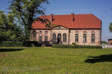 Pałac z 21 hektarami ziemi