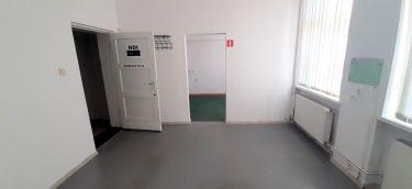 Lokal biurowo-usługowy z wejściem z klatki budynku