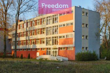 Budynek biurowy na sprzedaż w przemysłowej części Tomaszowa Mazowieckiego