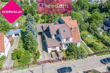 Duży dom w spokojnej dzielnicy Elbląga.