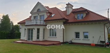 Piękny dom w stylu dworku polskiego w Sulejówku